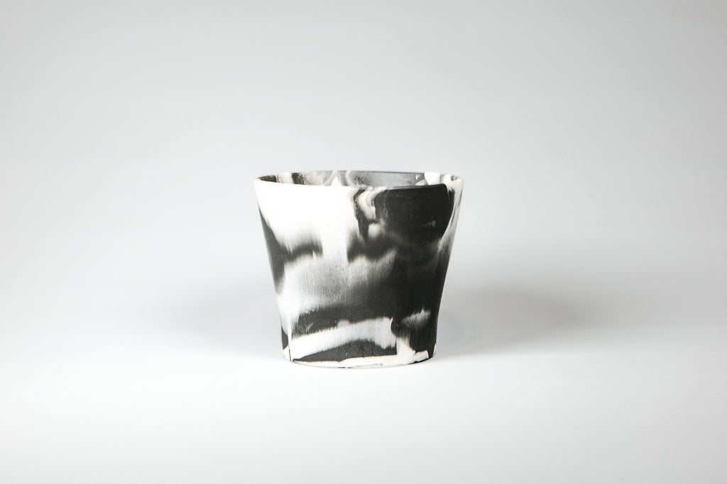 Capra Designs Marble black-white eco resin pot