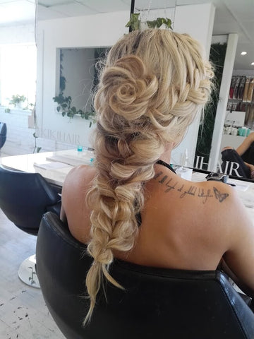 The braided ponytail is another easy hairstyle for long hair extensions.