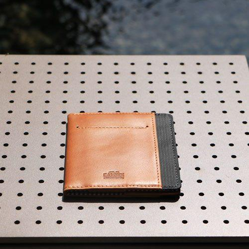 FLIP WOLYT™ - Tan/Black RFID