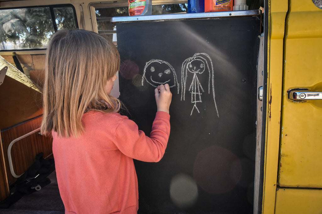 Mom, can we draw on the bus?