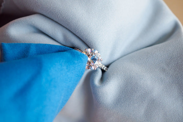 microfiber cloth to clean jewelry
