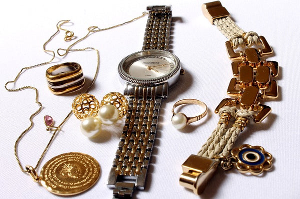 How to Accessorize Bracelets and Watches