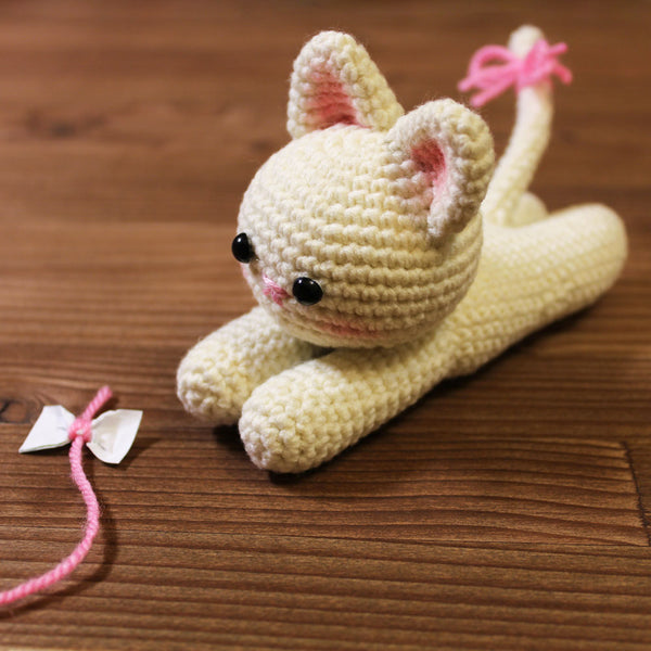 Lying kitten amigurumi pattern - printable PDF