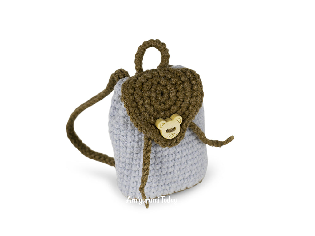 Free crochet pattern for doll backpack | Crochet doll clothes ... | 768x1024