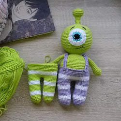Little alien amigurumi pattern - printable PDF