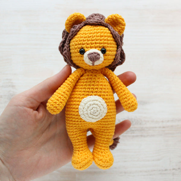 Cuddle Me Lion amigurumi pattern - printable PDF