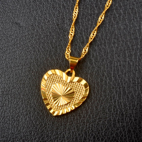 Romantic Gold Tone Heart Pendant Necklace - Hautify