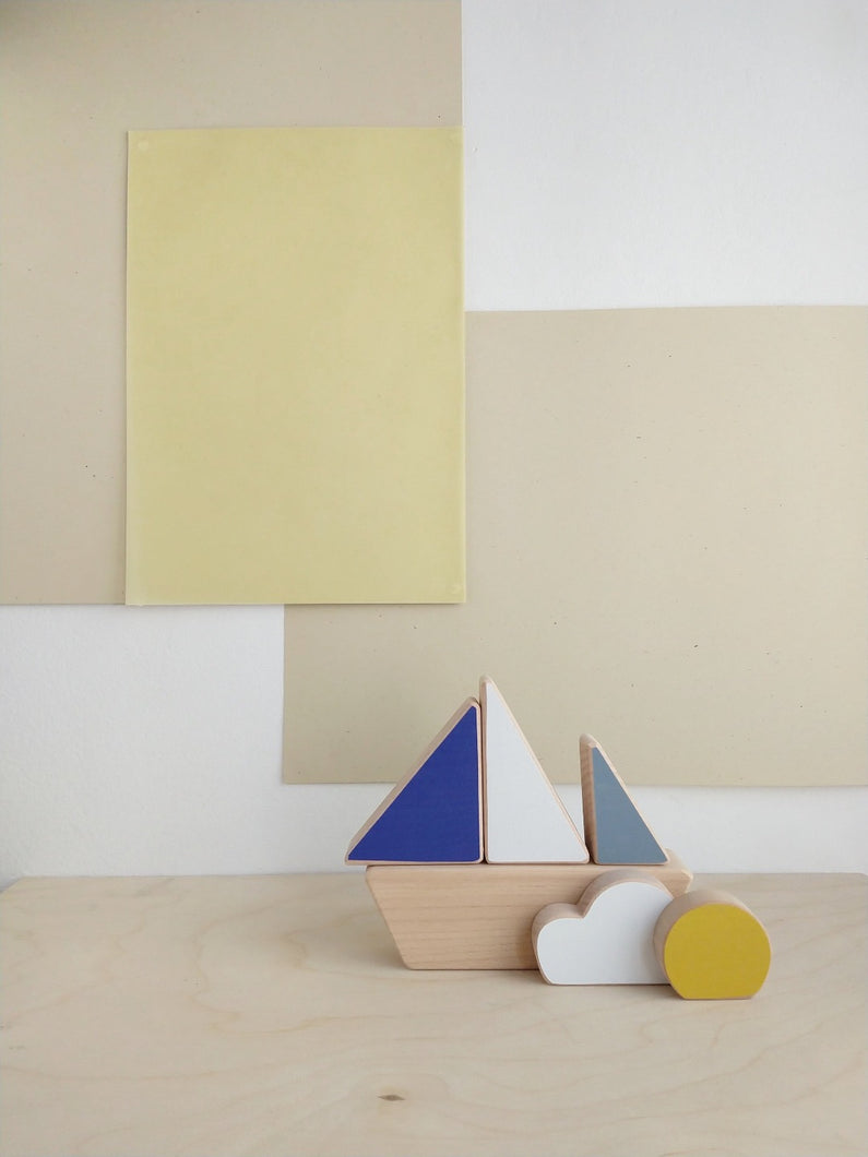 The minimalistic stacking boat toy