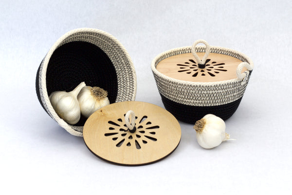 Woven Garlic Bowl© with Wooden top