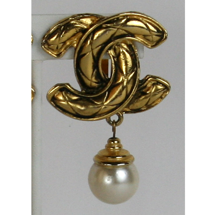 Chanel Vintage, AS IS  CC's Drop Pearl Clip Gold Earrings