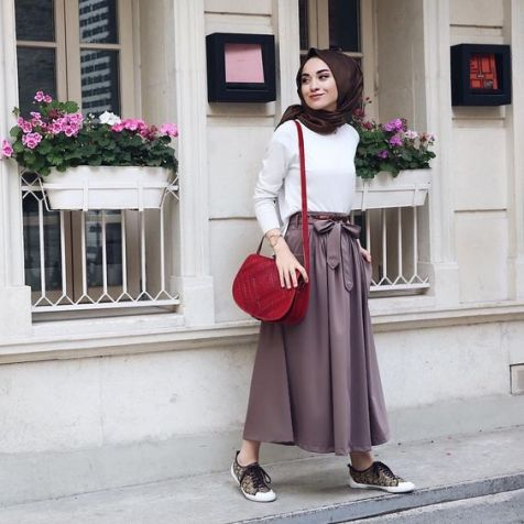 outfit sneaker rok hijab