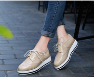 Sepatu Wanita Cantik - Platform Shoes Woman Brogue Patent Leather Flats Lace Up - Cantik Menawan