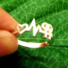 Load image into Gallery viewer, Silver Heartbeat Lesbian Pride Ring
