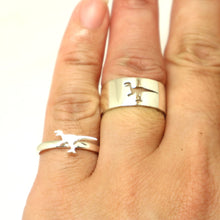 Load image into Gallery viewer, Velociraptor Dinosaur Promise Ring for Couples