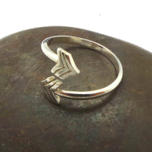 Load image into Gallery viewer, Silver V Chevron Arrow Ring