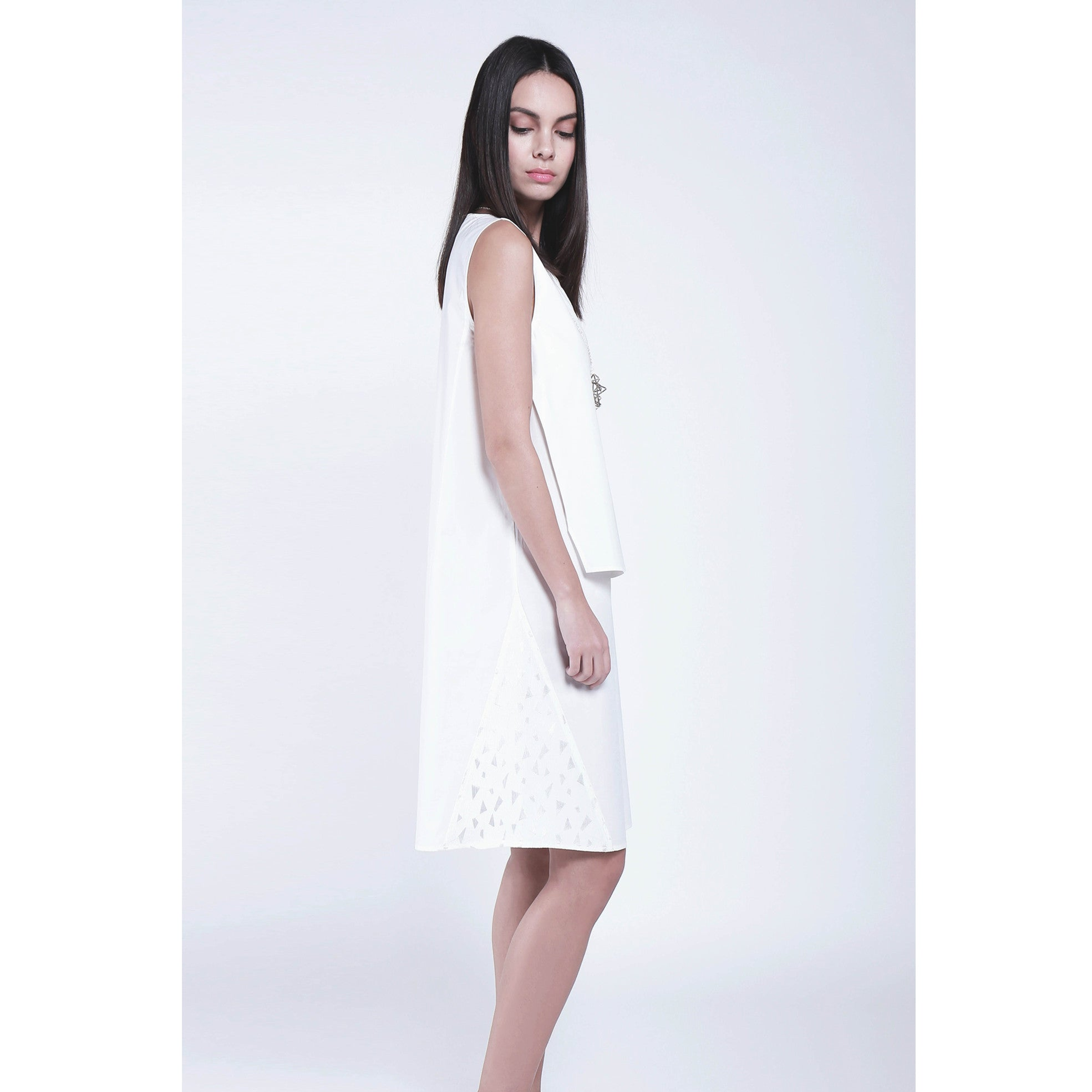 White cultural sleeveless dress with strings waistbelt