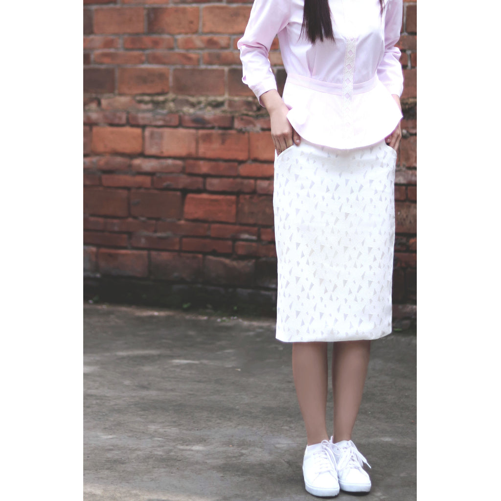 White oxford Tighten skirt trim with triangle jacquard pattern