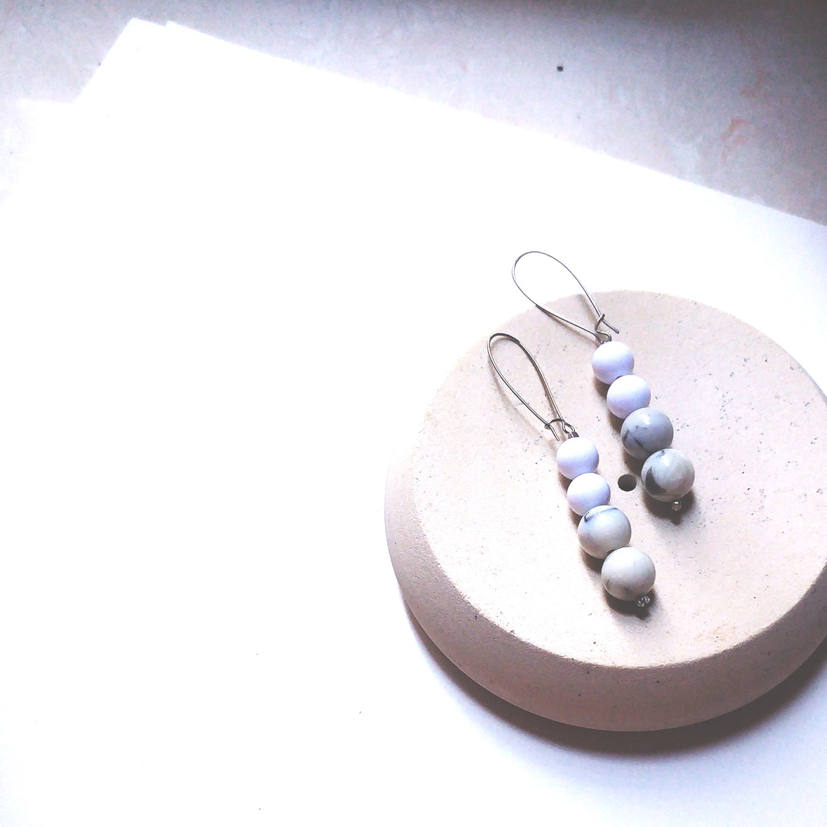 BUBBLE WHITE MARBLE PAINTING EARRINGS