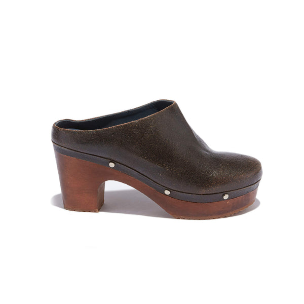 Mule Clog <br/>Vintage Black Leather <br/>Carved Alder Wood Heel