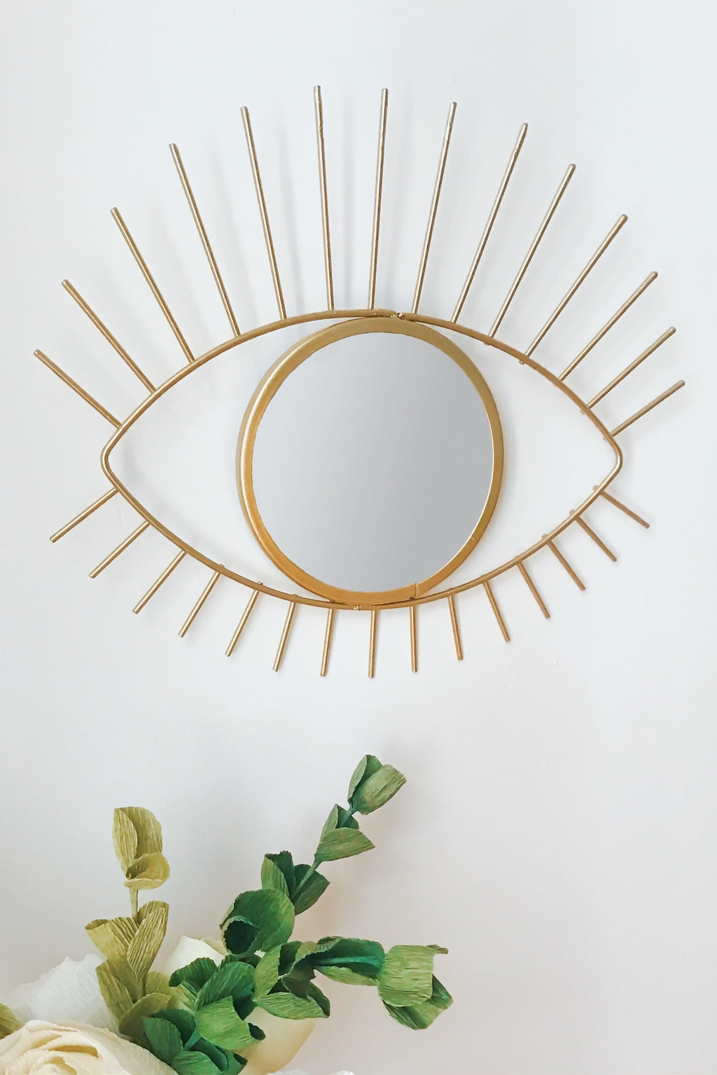 Eye-shaped mirror