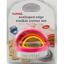 Scalloped edge cookie cutter set round. 3 piece