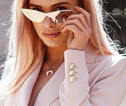 Casia Del 2018 Fashion Eye Wear Metal Frame Sleek Triangle Design Sunglasses For Females. The Sexy Cat Eye Sunglasses will Highlight your wardrobe.
