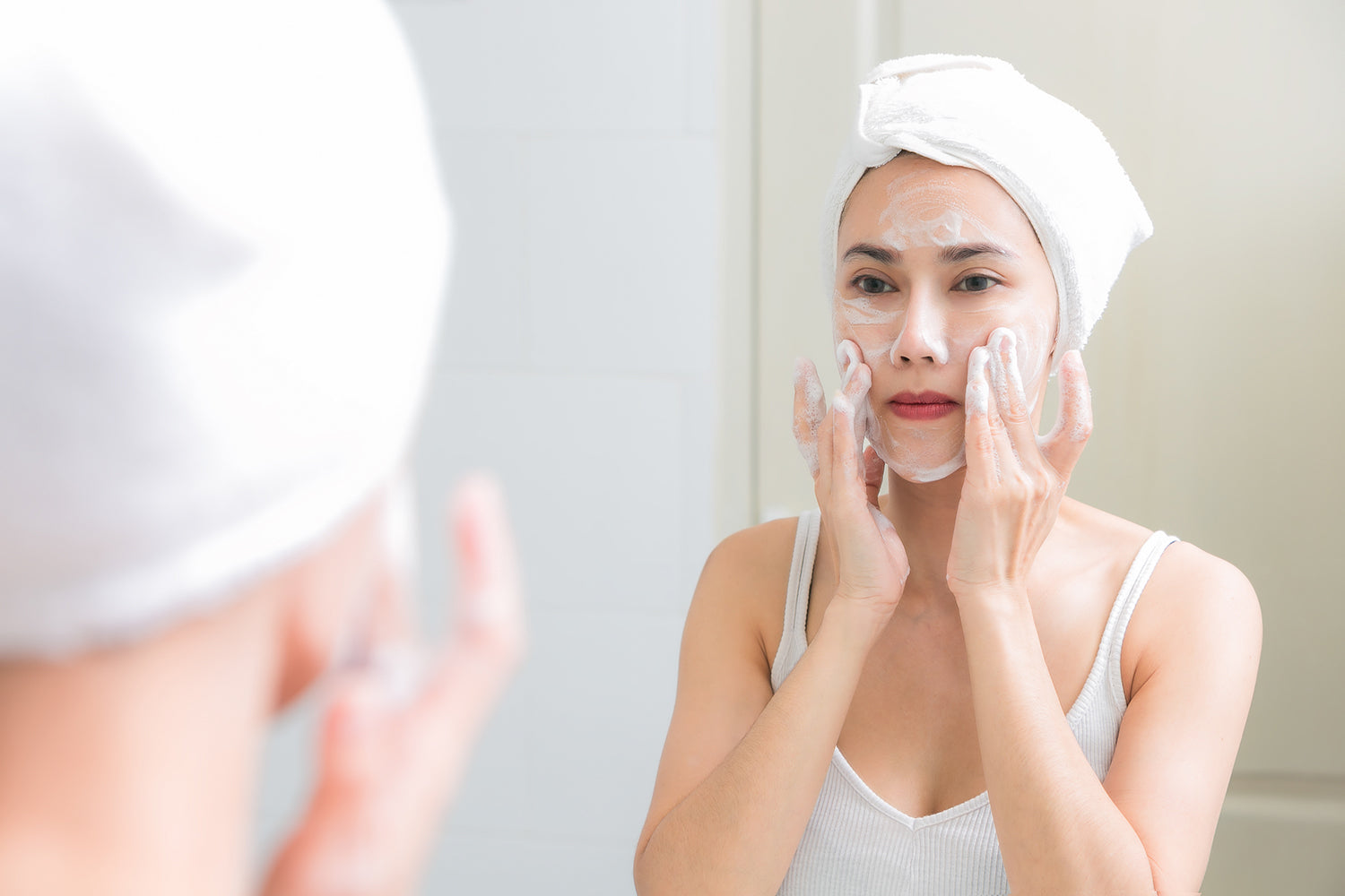 Skincare 101: Using A Natural Facial Cleanser