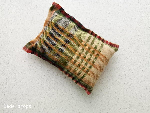 RIFLE GREEN PILLOW - NEWBORN SIZE