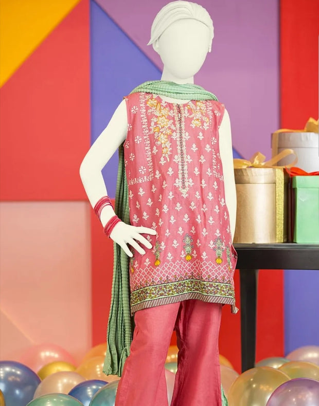 Baby girl kurta shalwar for the event of Eid