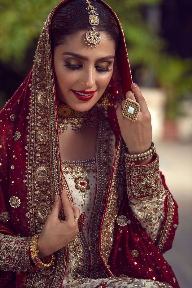 Bridal Luxury Lehnga Outfit in Ivory Color Close Up