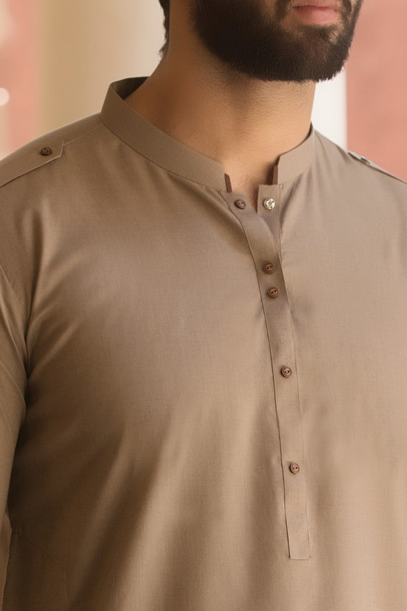 Close picture of Pakistani men's kameez