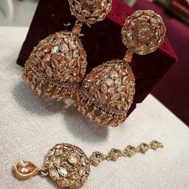 Crystal Jhumka Earrings With Mangtikka