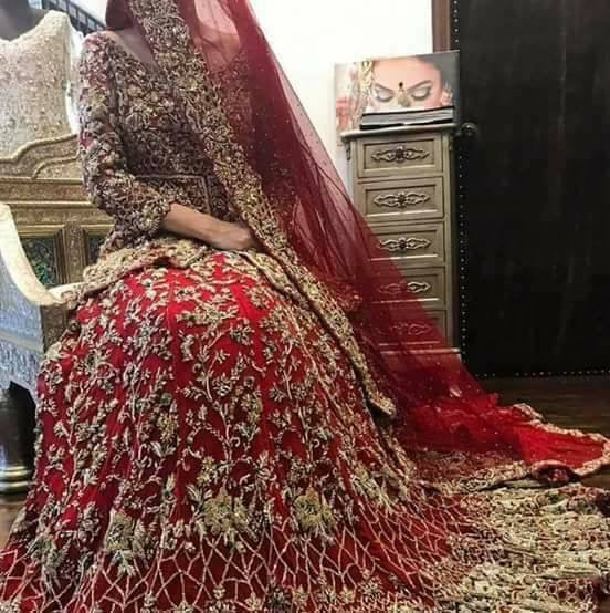 Bridal lahnga with pure dabka loaf work naqshee crystals and nagh work Model # B 1002