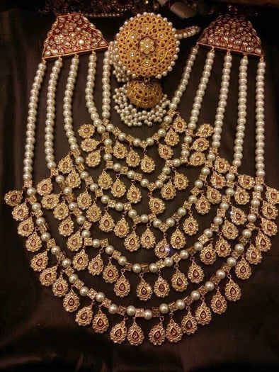 Gold Rani Haar in Traditional Style