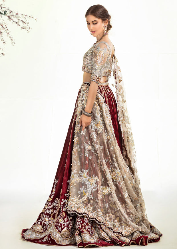 Heavy Lehnga Wear for Bridal in Ivory Color Side Pose