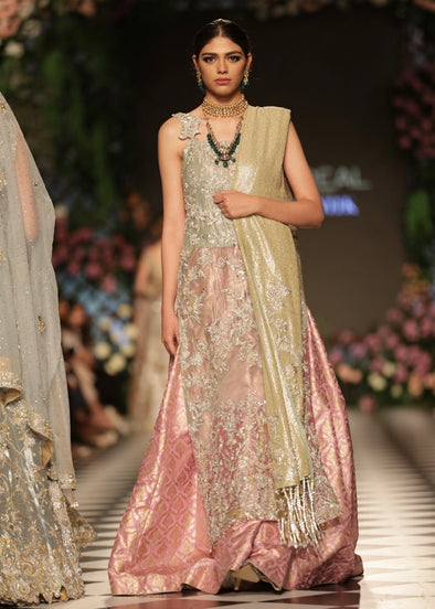 Latest Pakistani Pink Bridal Gown Dress for Wedding