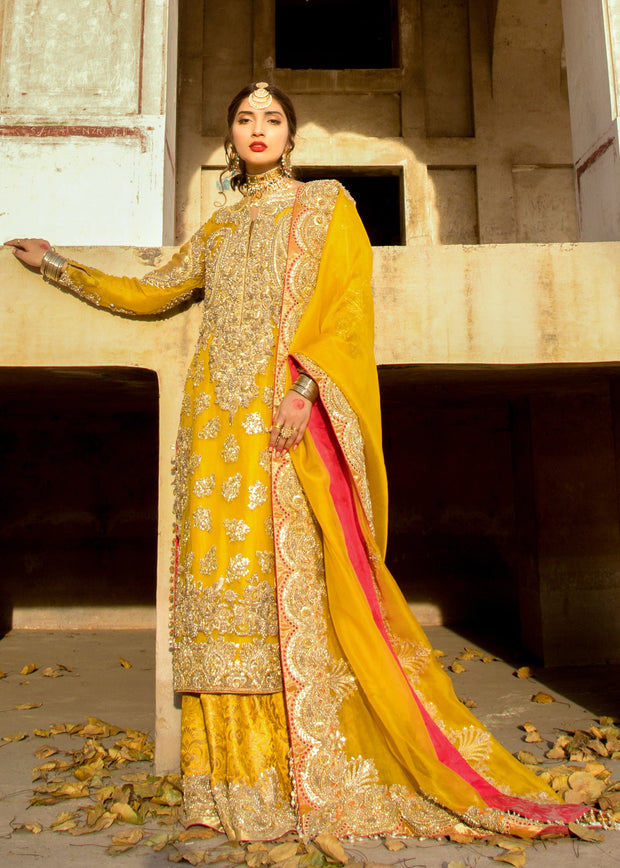 Latest Pakistani mehndi outfit for wedding wear in yellow color