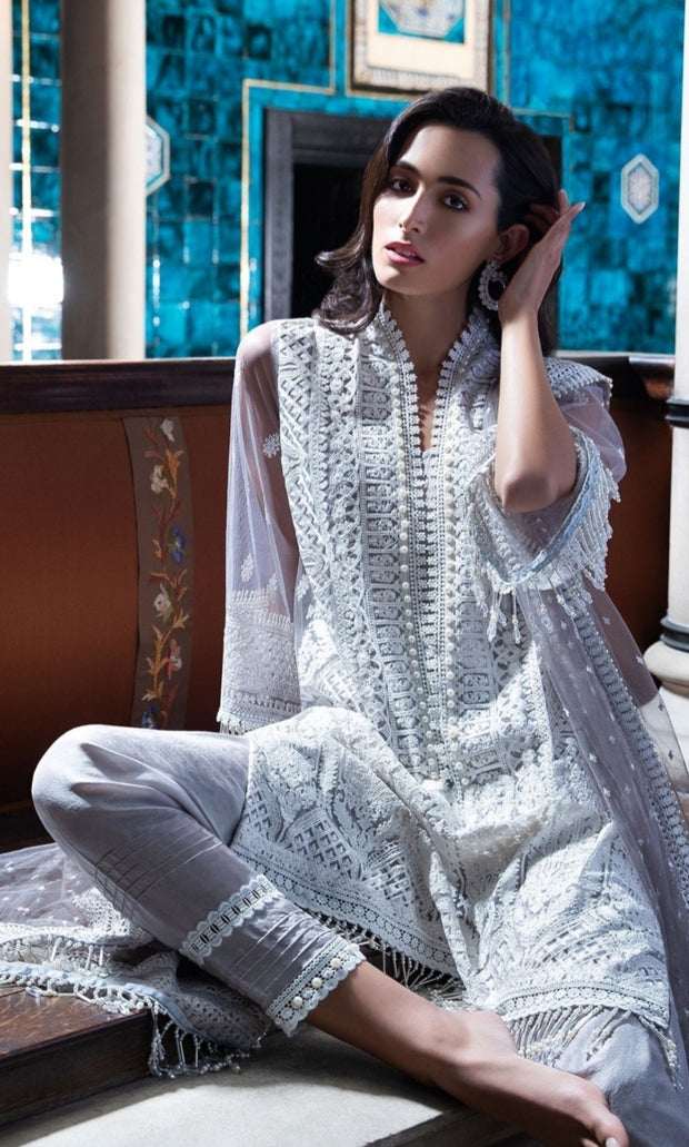 Dress as per latest Pakistani fashion 2019