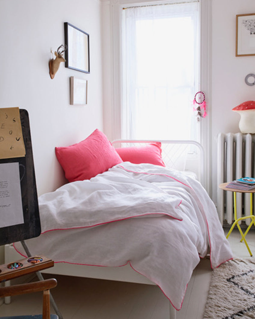 Linen Duvet with Piping, White/Neon Pink
