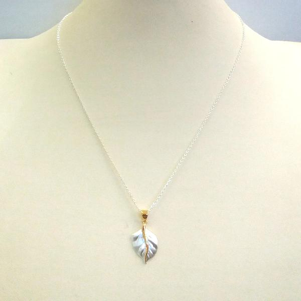 Two-tone Leaf Single Pendant