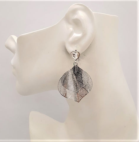 2 Cutout Leaf Stud Earrings