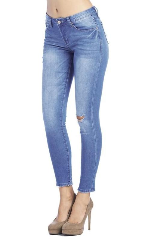 Destroyed Skinny Jeans in Light Wash