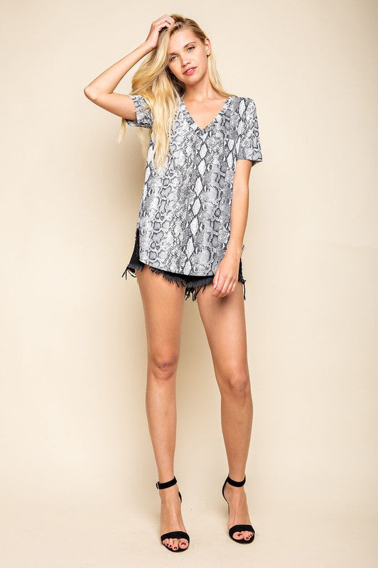 Rita Snake Pattern Top in Gray