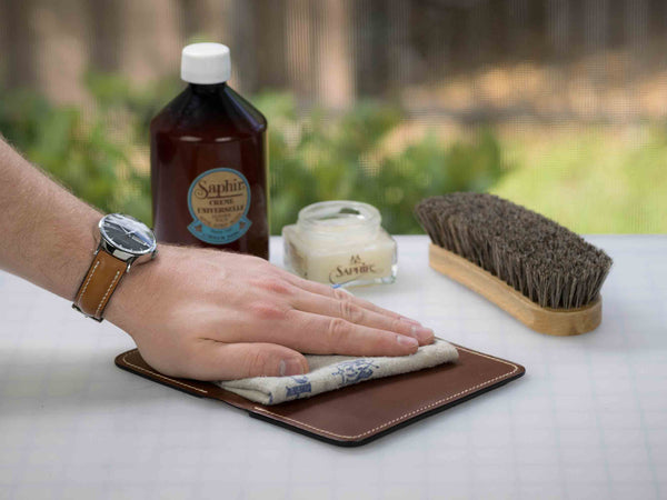 conditioning and cleaning leather with Saphir products