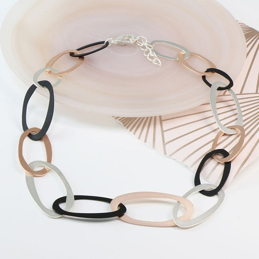 Mixed matt metallic linked hoop necklace