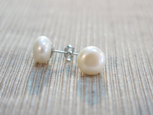 Freshwater pearl stud earrings (large)