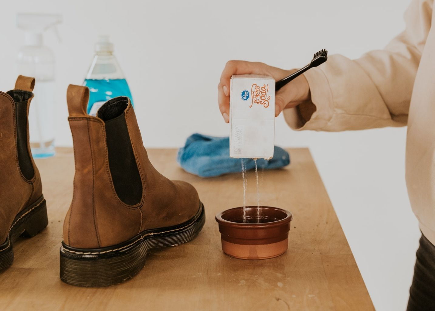 easy way to clean leather shoes using household items