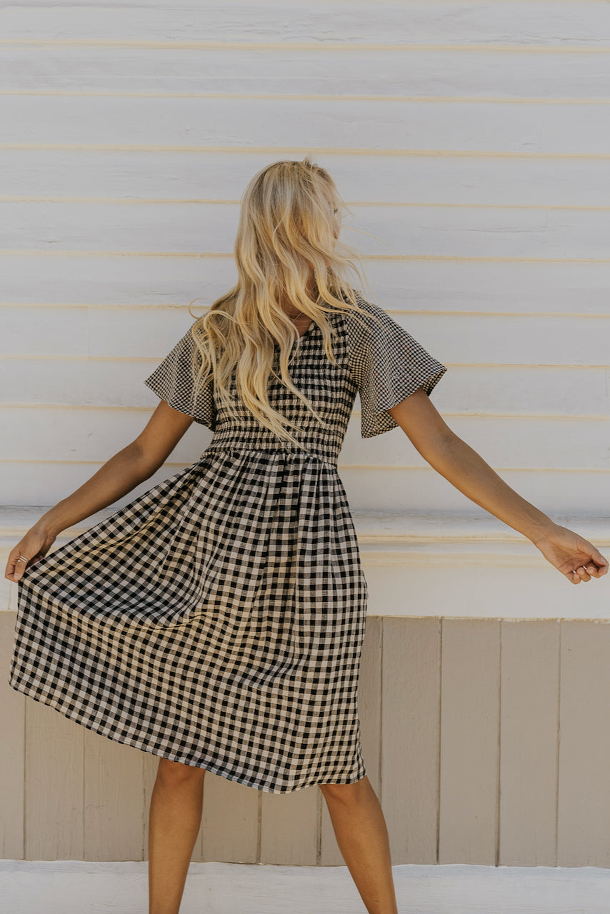 Cute and modest dresses for fall | ROLEE