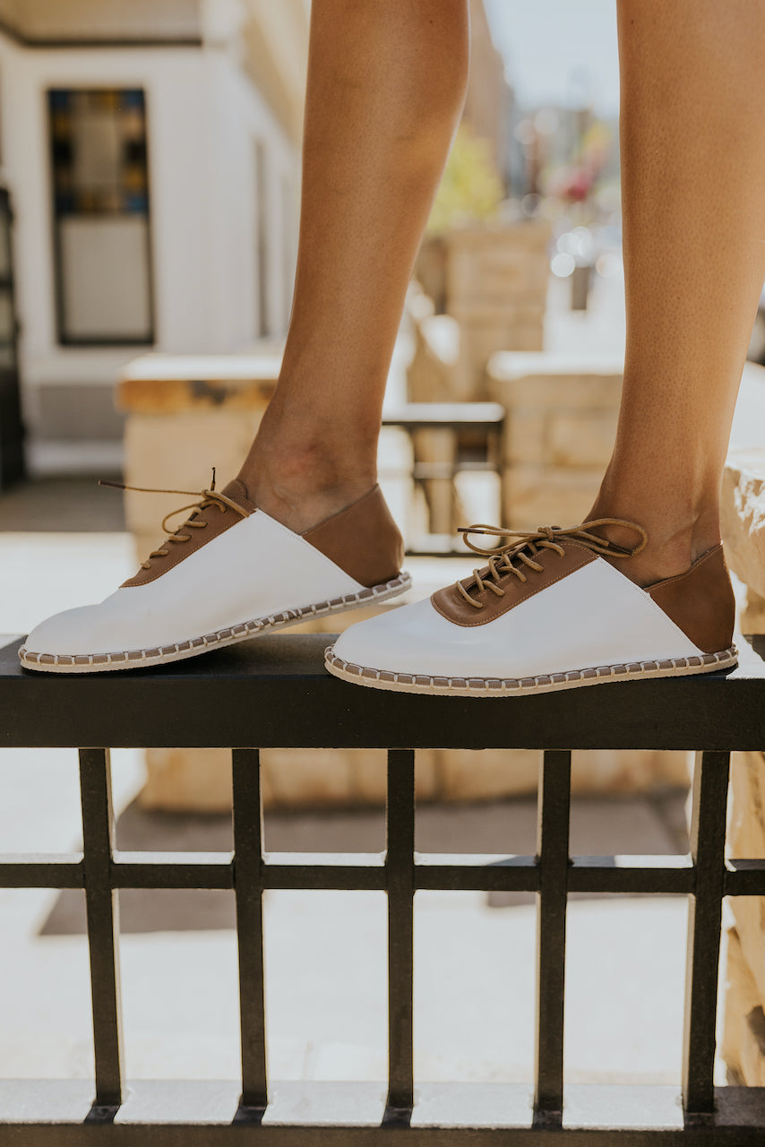White and leather casual shoe | ROOLEE