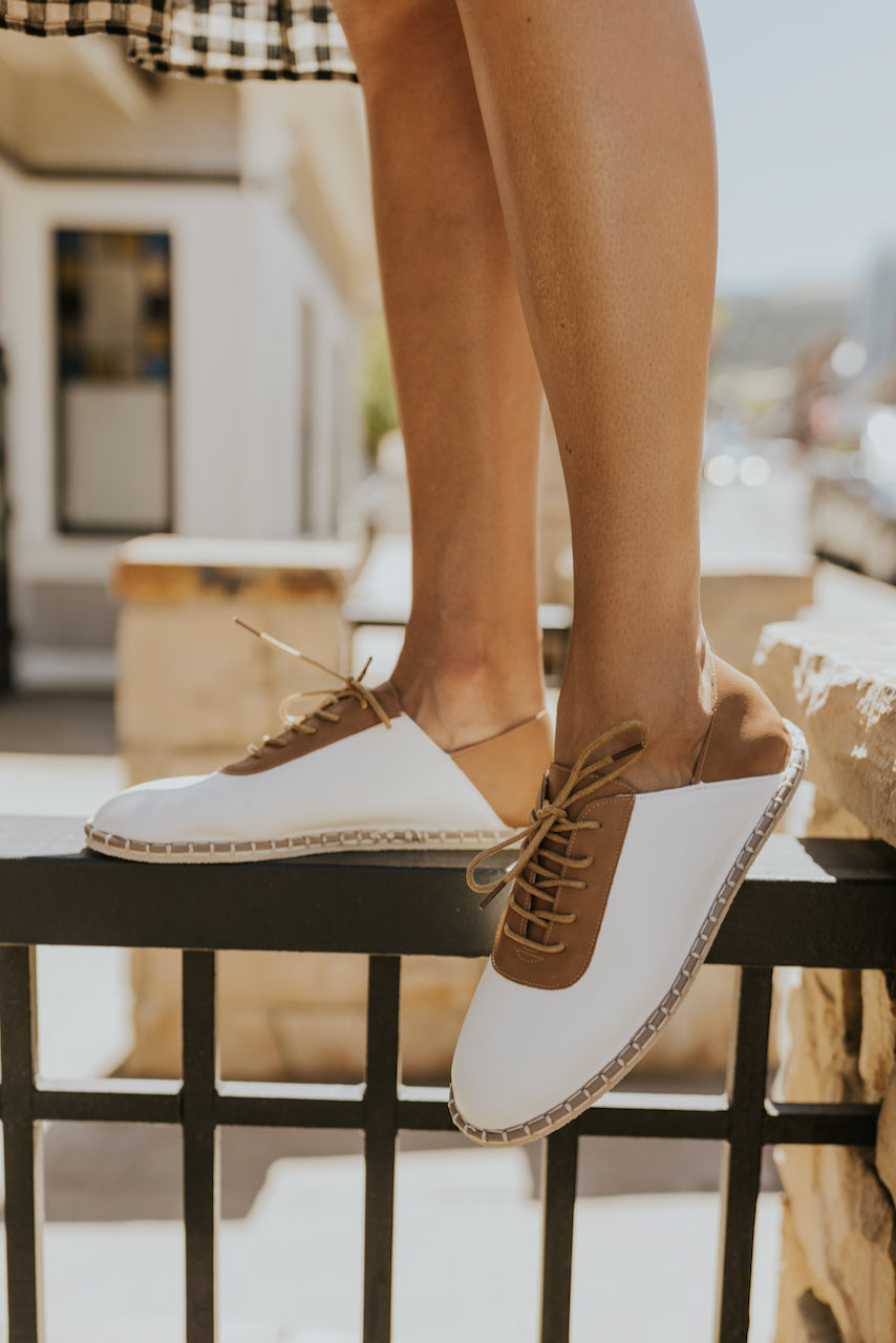 Neutral brown sneakers for fall | ROLEE